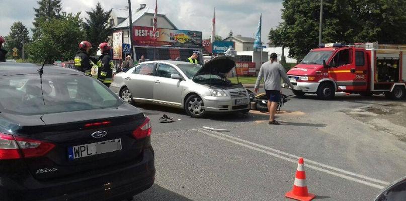 Zderzenie auta z motocyklem. Kierowcy stoją w korku [FOTO] - Zdjęcie główne