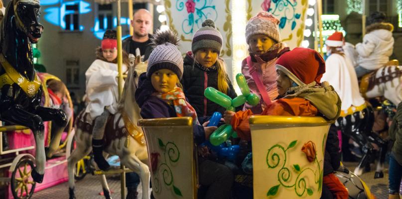 Tłum płocczan na Mikołajkach przed ratuszem [FOTO] - Zdjęcie główne