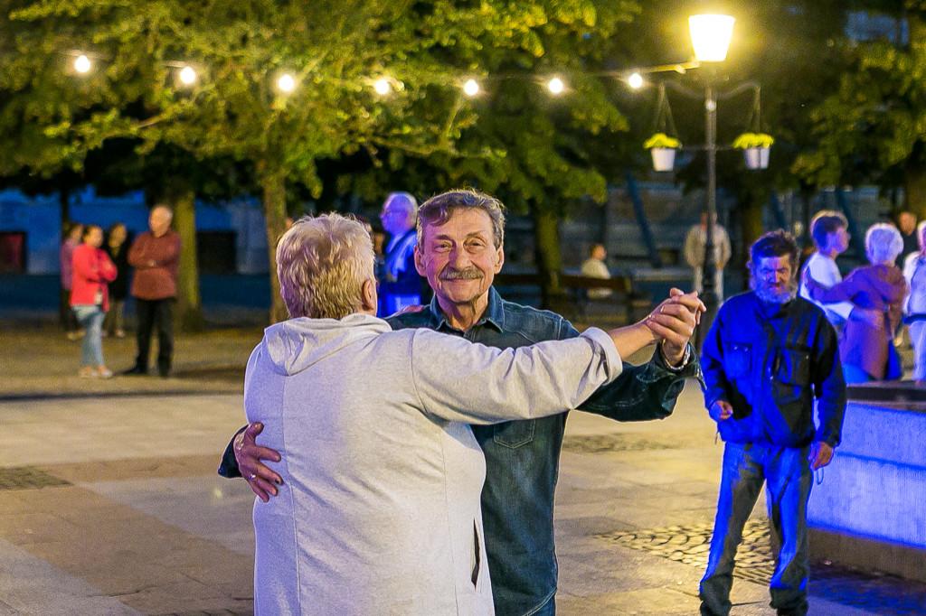 Wieczorna potańcówka na starówce - Zdjęcie główne
