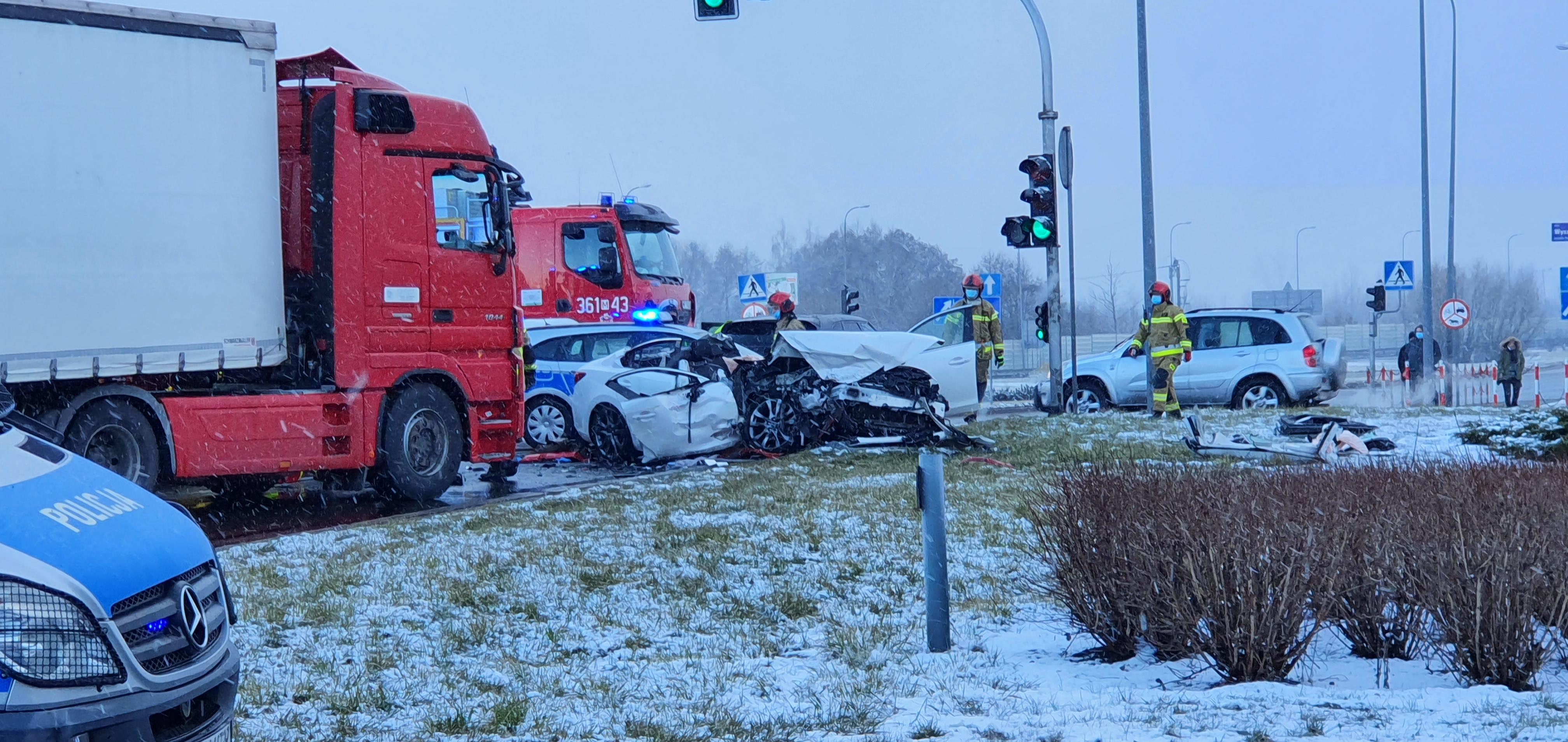 Policja potwierdza: kierowca mazdy zjechał na pas zieleni - Zdjęcie główne