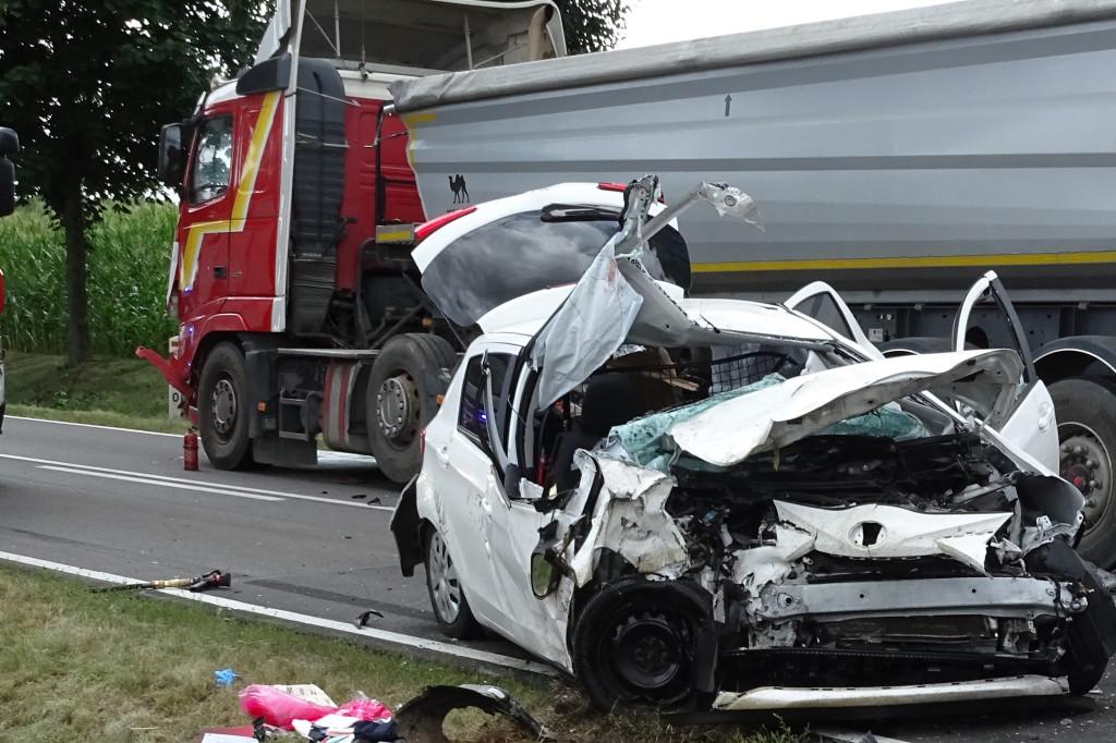 Tragiczny wypadek. 50-latek zginął na miejscu, pasażerka w ciężkim stanie  - Zdjęcie główne