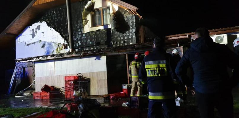 Paliła się karczma. Do akcji ruszyło 11 zastępów straży pożarnej  - Zdjęcie główne