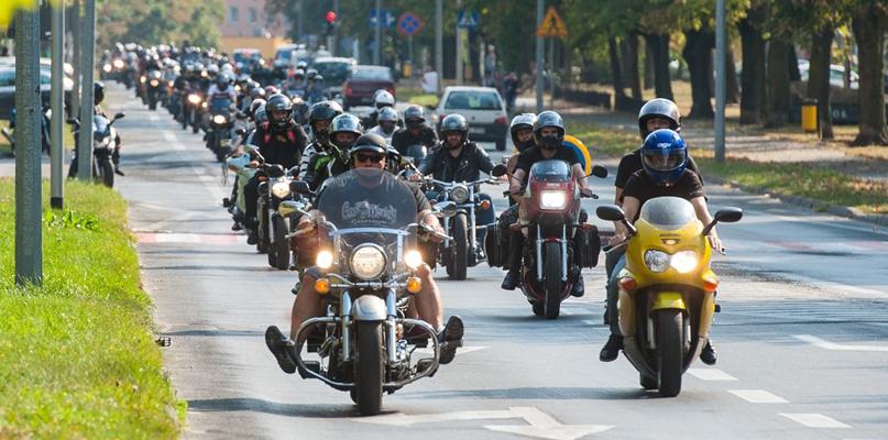 Tłumy motocyklistów. Wszyscy jak zwykle bardzo żałowali - Zdjęcie główne