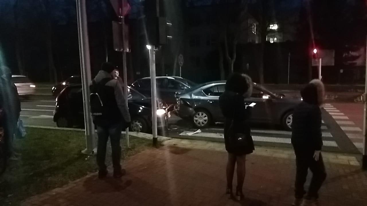 Zderzenie dwóch pojazdów. Kierowca nie miał uprawnień - Zdjęcie główne