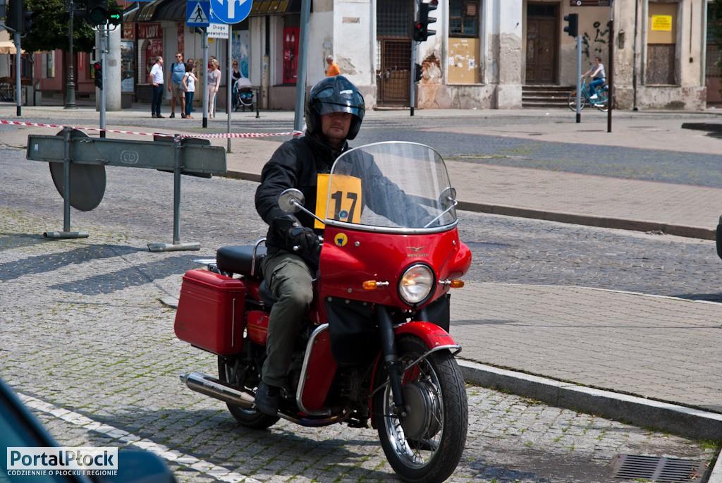 Zabytkowe motocykle w centrum Płocka - Zdjęcie główne