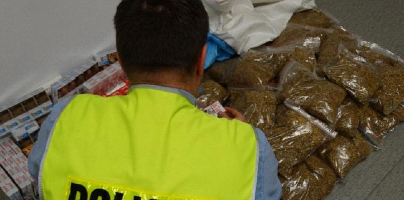 W domu 71-latka znaleziono ponad 11 tys. sztuk nielegalnych papierosów  - Zdjęcie główne