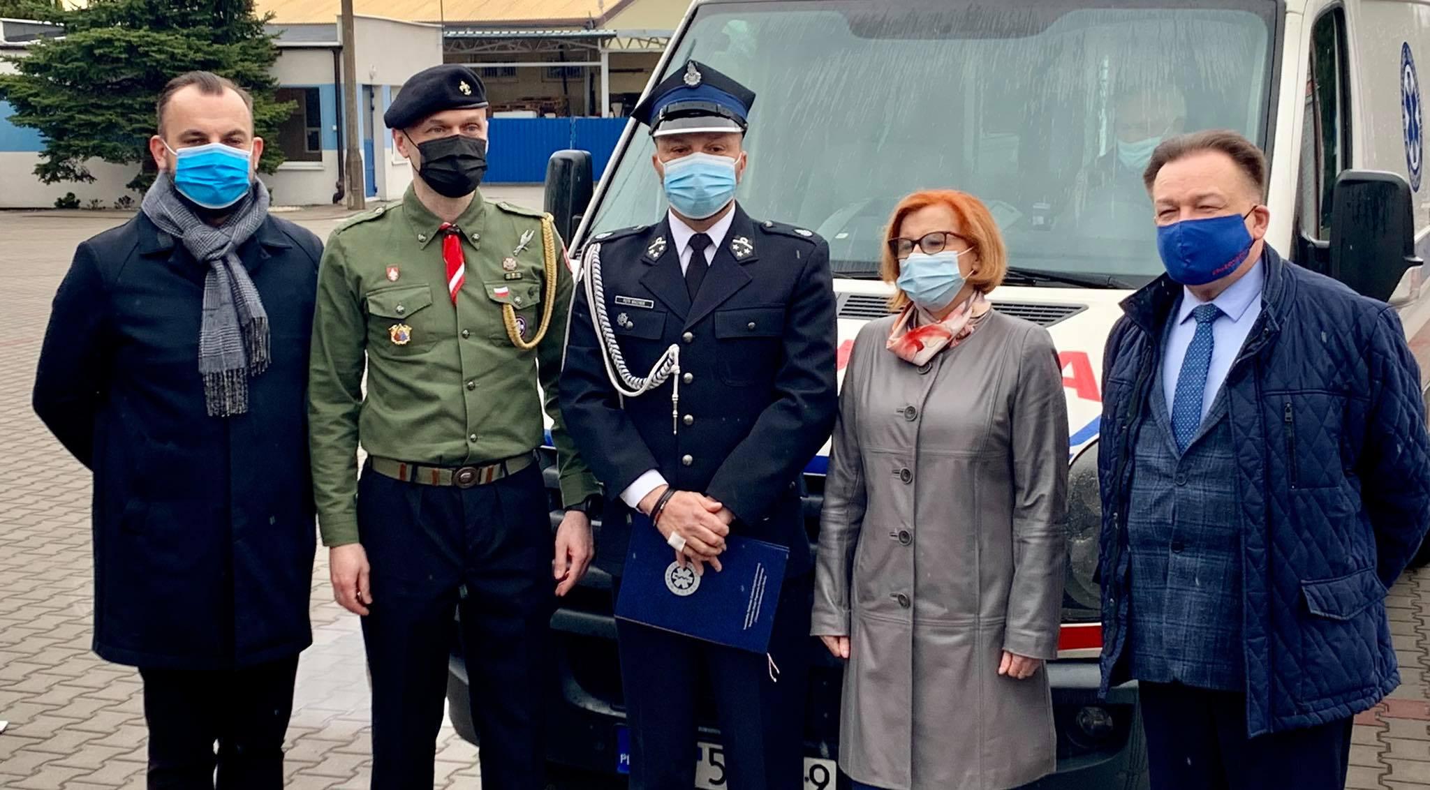 Cenny dar dla strażaków ochotników. OSP Podolszyce otrzymało ambulans [ZDJĘCIA] - Zdjęcie główne
