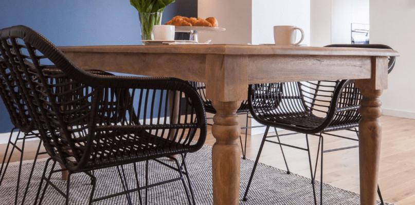 Meble z litego drewna – efektowny minimalizm - Zdjęcie główne