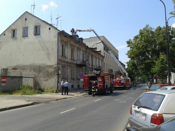 Palił się dach na Sienkiewicza [FOTO] - Zdjęcie główne