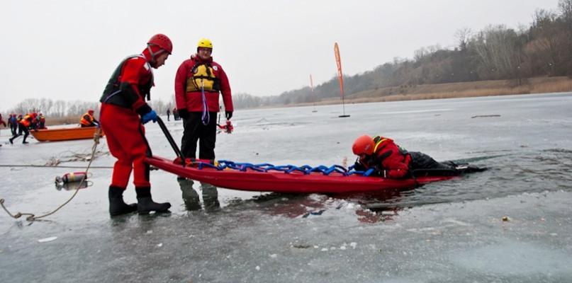 Obawiali się o bezpieczeństwo uczestników. Szkolenie lodowe odwołane - Zdjęcie główne