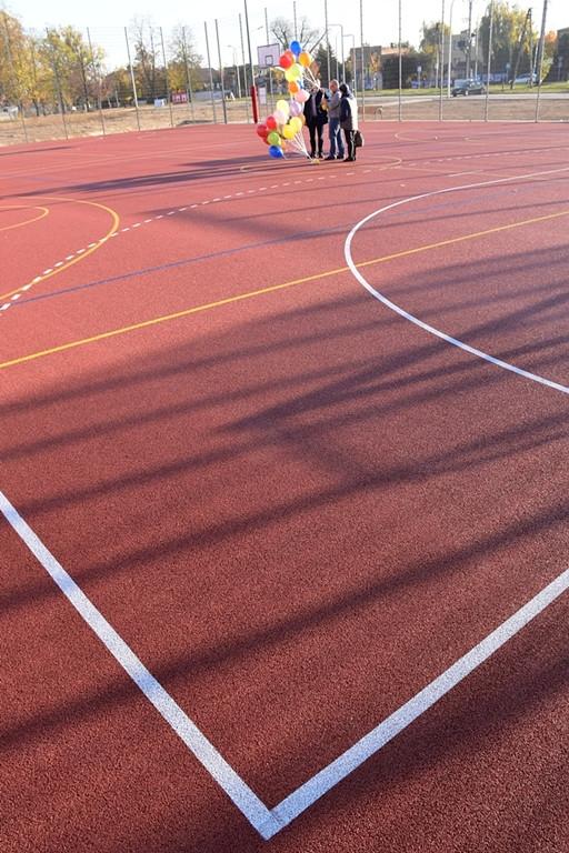 Radość z nowego boiska w Imielnicy - Zdjęcie główne