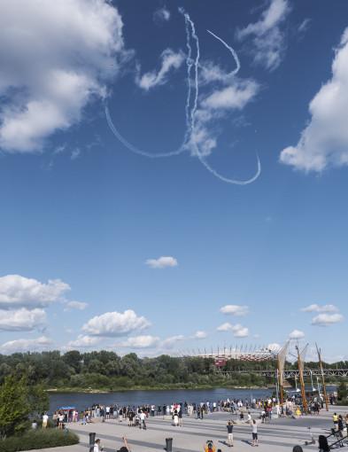 """Godzina """"W"""" na niebie. Symbol Polski Walczącej nad Warszawą [FOTO] - Zdjęcie główne"""