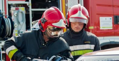 Wozy straży pożarnej pod hipermarketem - Zdjęcie główne