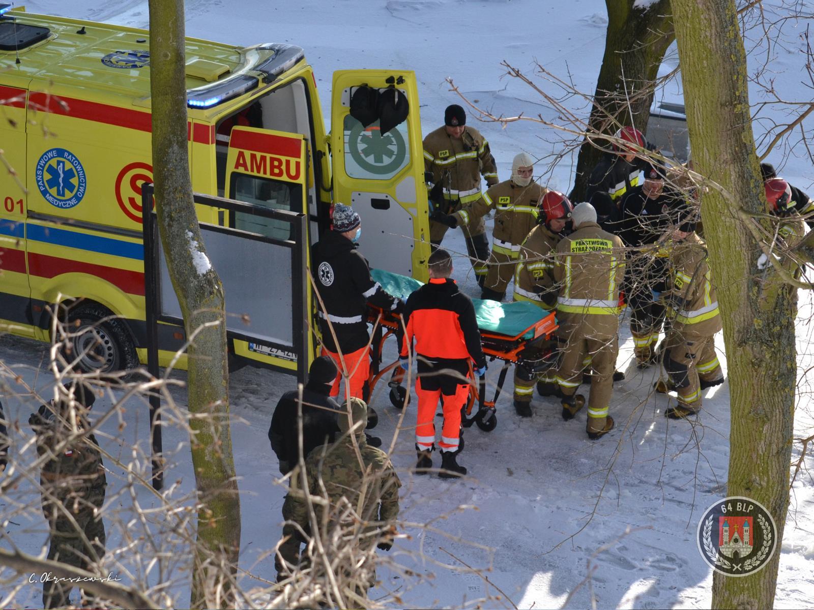 Zmarł mężczyzna, który po południu skoczył z mostu  - Zdjęcie główne