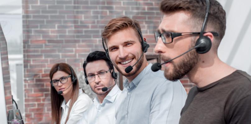 Jakie cechy powinny posiadać profesjonalne słuchawki do telefonu, dedykowane dla call center? - Zdjęcie główne