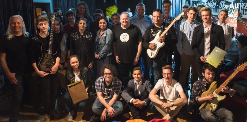 Gitarzysta legendarnego zespołu wręczył złote struny w Płocku [FOTO] - Zdjęcie główne