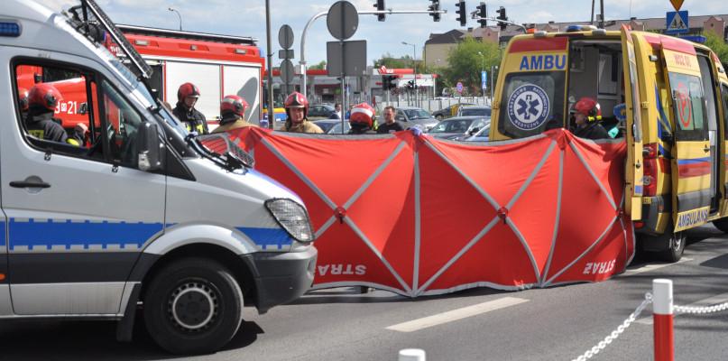 Śmiertelny wypadek. Motorowerzysta przewrócił się wprost pod ciężarówkę [FOTO] - Zdjęcie główne