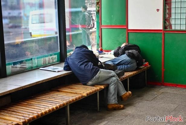 Dworzec PKP schronieniem dla bezdomnych - Zdjęcie główne