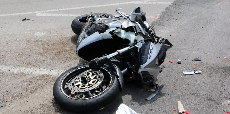 Wypadek. Ranny kierujący motocyklem, a także 10-letni pasażer - Zdjęcie główne