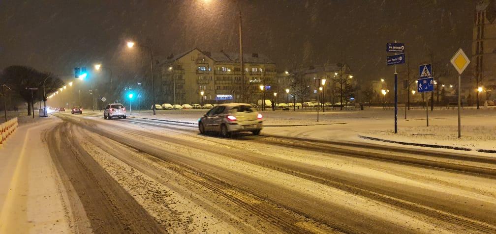 Zima zaskoczyła drogowców? - Służby miejskie interweniują zgodnie z planem - Zdjęcie główne