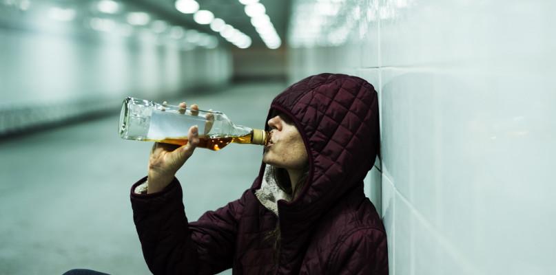 Esperal Warszawa - wykorzystanie wszywek alkoholowych u alkoholików - Zdjęcie główne