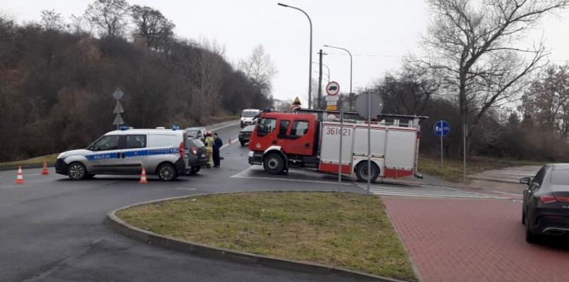 Niebezpieczne zderzenie na skrzyżowaniu - Zdjęcie główne