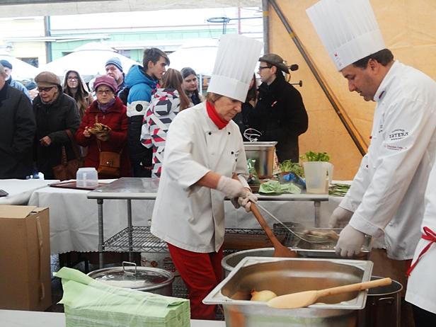Na starówce tłum po rosół z gęsi [FOTO]  - Zdjęcie główne