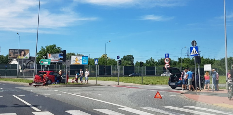 Na rondzie Wojska Poskiego zderzyły się dwa auta - Zdjęcie główne