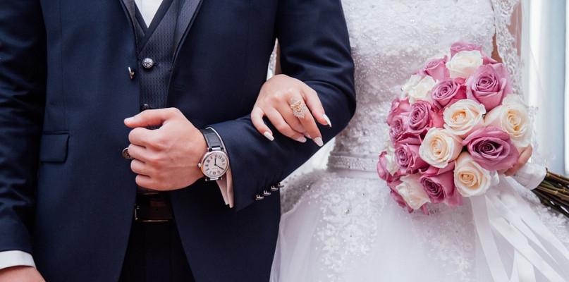 Mniej ochrzczonych dzieci, więcej ślubów w diecezji płockiej - Zdjęcie główne