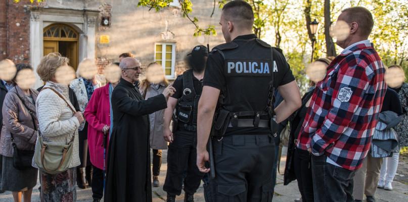 Prokuratura uznała zażalenie. Będzie dochodzenie w sprawie zakłócenia mszy - Zdjęcie główne