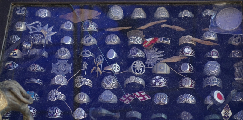 Symbole totalitaryzmu mają zniknąć ze stoisk Jarmarku Tumskiego  - Zdjęcie główne