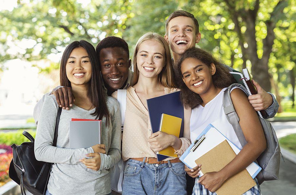 Kierunki studiów które najlepiej rokują na przyszłość? Wybierz studia prawnicze w ALK - Zdjęcie główne
