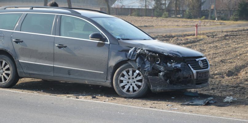 Wypadek pod Płockiem. Ranna pasażerka [ZDJĘCIA] - Zdjęcie główne