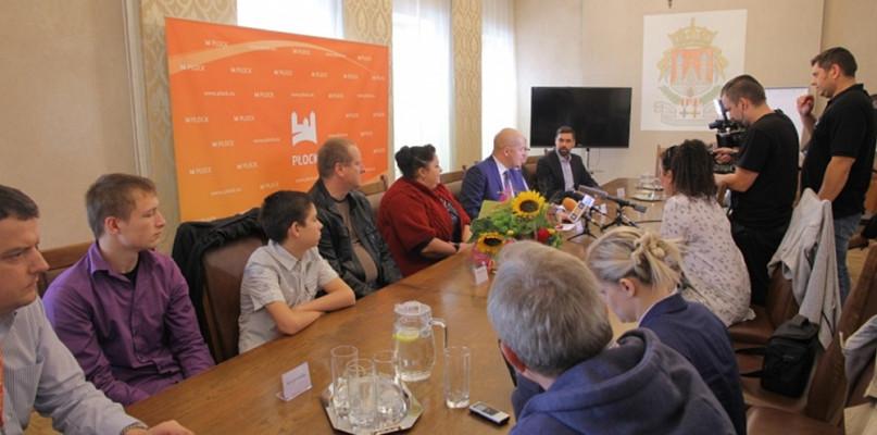 W Płocku zamieszka rodzina repatriantów z Kazachstanu - Zdjęcie główne