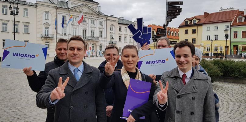 Nadal nie znamy kandydatów Wiosny do Parlamentu Europejskiego  - Zdjęcie główne
