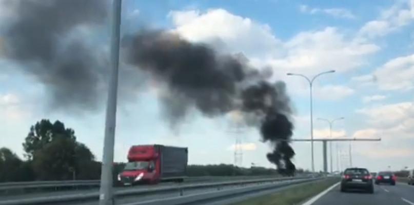 Kłęby czarnego dymu nad mostem Solidarności [FOTO] - Zdjęcie główne