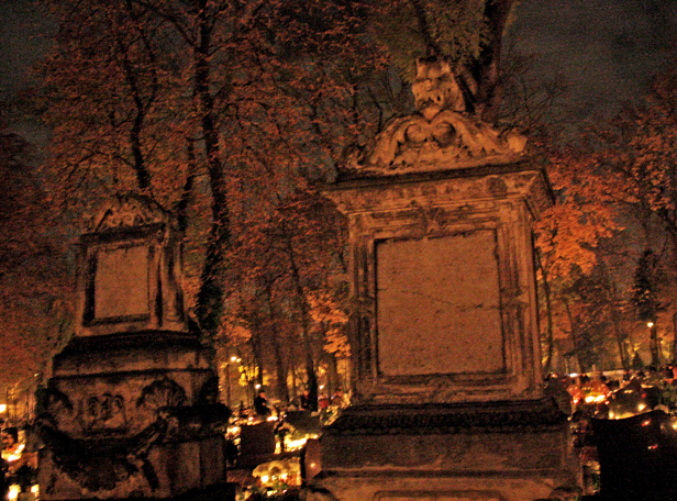W nocy na cmentarzu. Kradzież z pobiciem - Zdjęcie główne