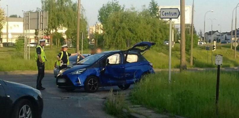 Zderzenie dwóch aut. Jedno dachowało [FOTO] - Zdjęcie główne