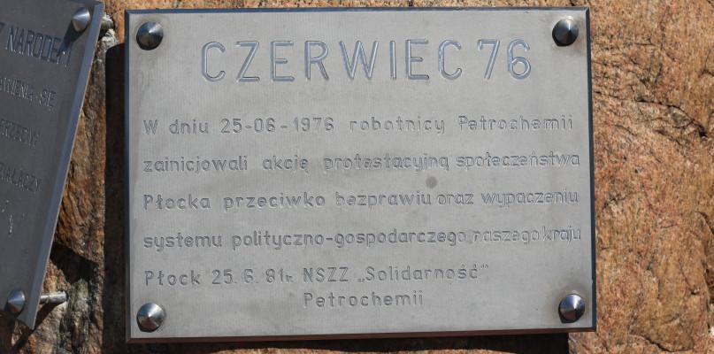 Upamiętnili protest robotników Petrochemii z 1976 roku  - Zdjęcie główne