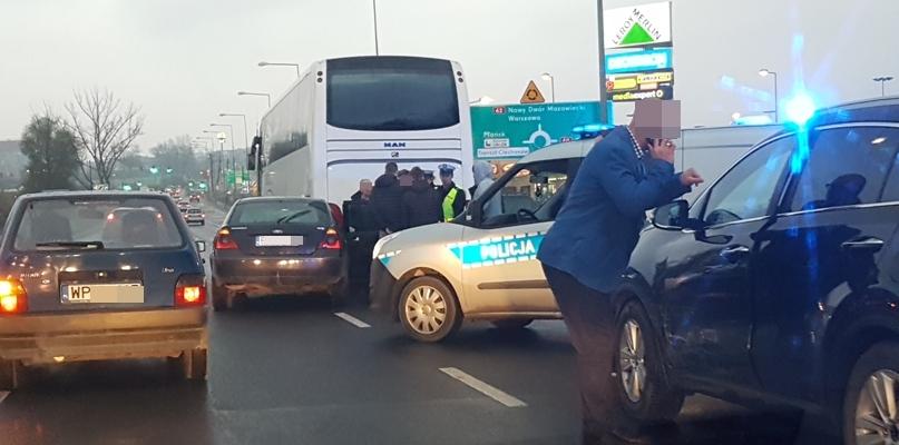 W stronę Podolszyc korek. Doszło do zderzenia pojazdów [FOTO] - Zdjęcie główne
