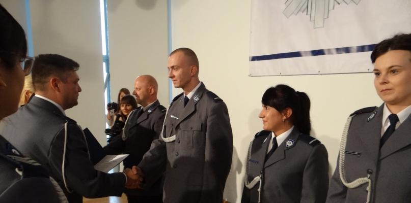 Policjanci obchodzą dziś swoje święto. Były awanse i odznaczenia - Zdjęcie główne