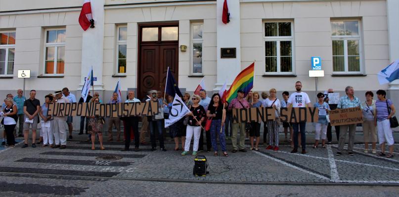 Protestowali w obronie niezależnych sądów [ZDJĘCIA] - Zdjęcie główne