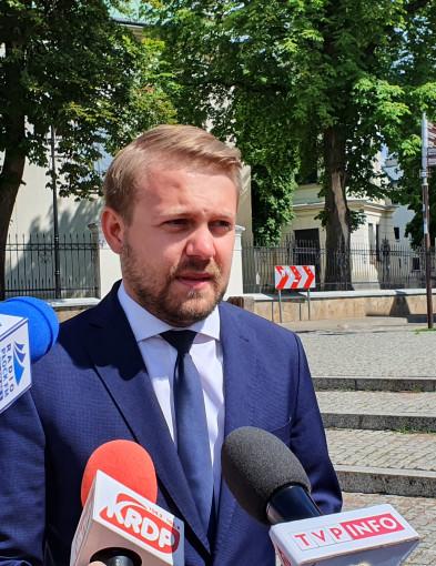 Ostatnia prosta kampanii. Jacek Ozdoba zapraszał na wiec w Płocku  - Zdjęcie główne