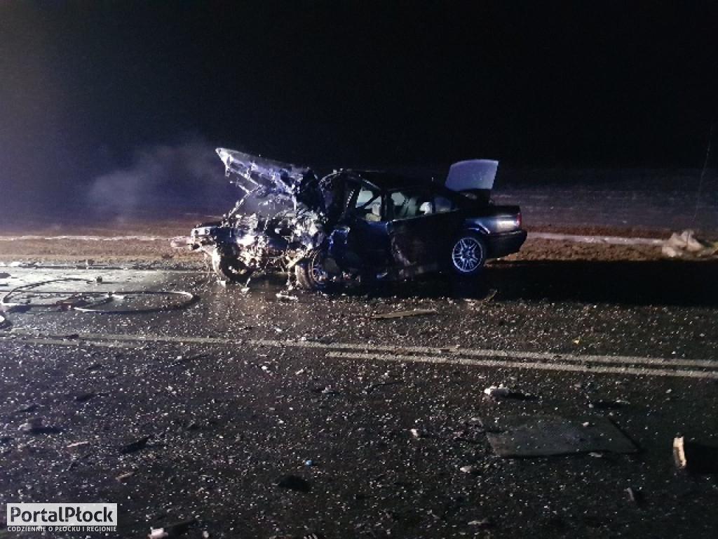 Czołowe zderzenie aut w Zdziarce. Trzy osoby ranne - Zdjęcie główne