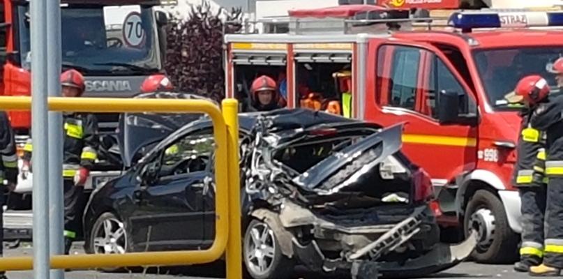 Zderzenie samochodu i dźwigu przy Galerii Wisła [FOTO] - Zdjęcie główne