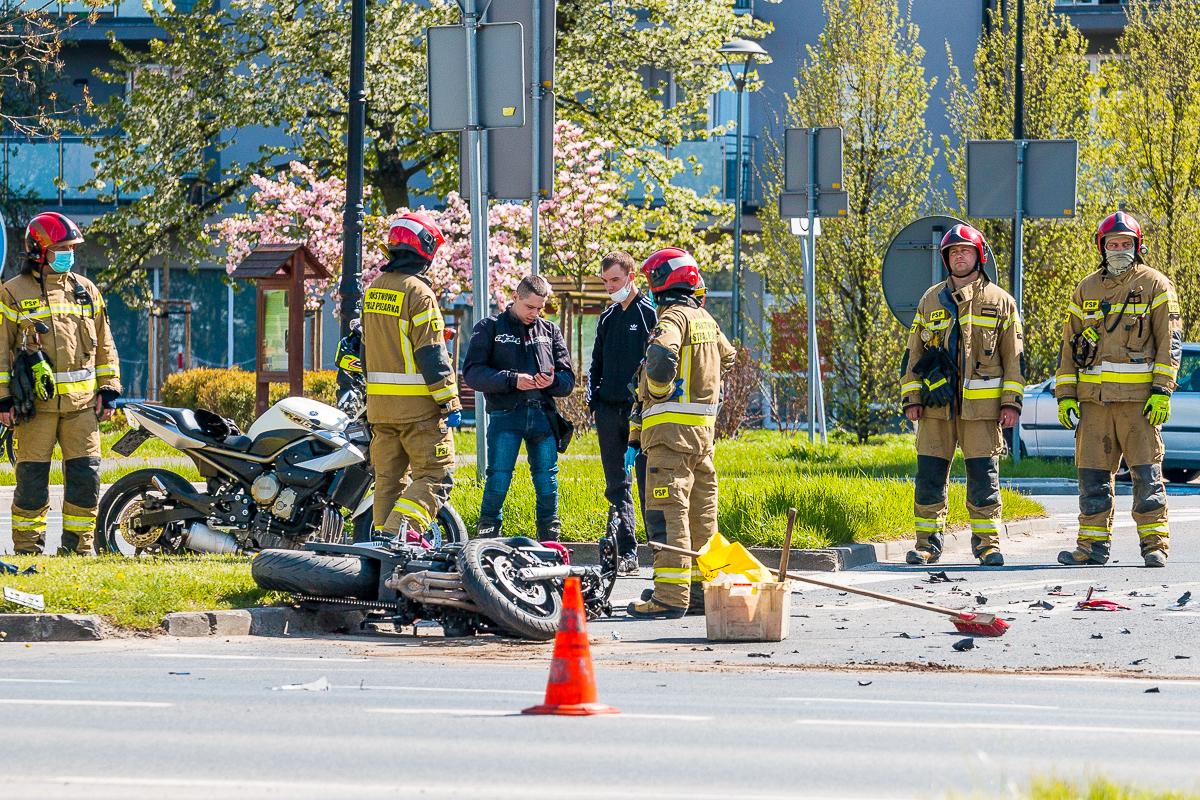 Zderzenie z udziałem motocyklisty w centrum miasta [ZDJĘCIA] - Zdjęcie główne