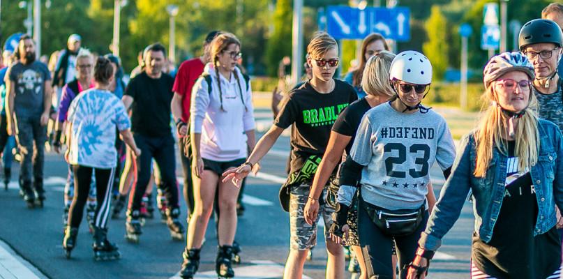 Wesoła grupa przemknęła przez miasto [FOTO] - Zdjęcie główne