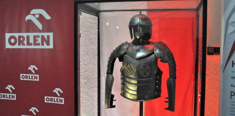 Zbroja husarska w Muzeum Mazowieckim. Śpieszcie się ją zobaczyć!  - Zdjęcie główne