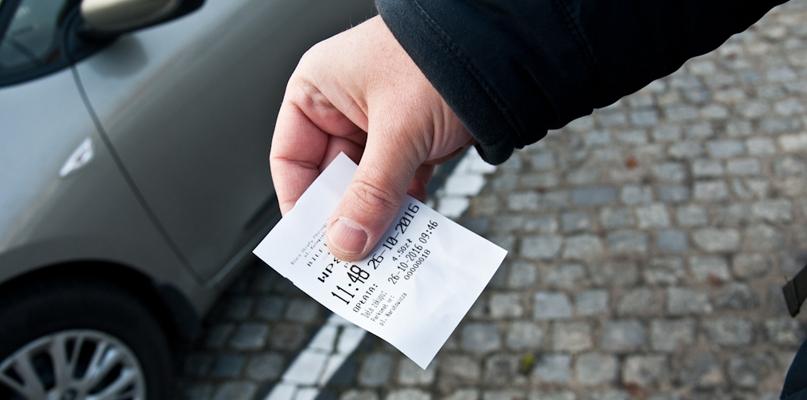 Płocczanie już płacą za postój za pomocą parkomatów - Zdjęcie główne