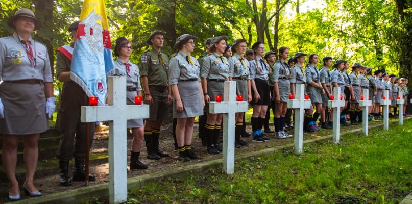 Chwała bohaterom! Obchody rocznicy obrony Płocka na cmentarzu garnizonowym [FOTO, WIDEO] - Zdjęcie główne